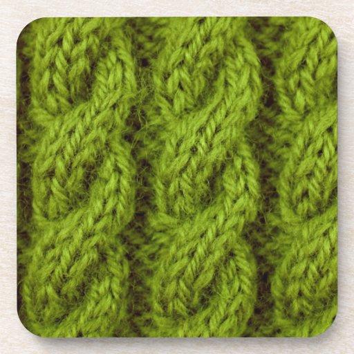 El hacer punto verde del cable posavasos de bebida