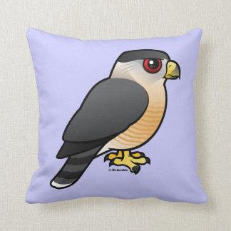 El halcón del tonelero cojín decorativo