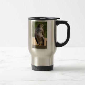 El halcón del tonelero taza de viaje