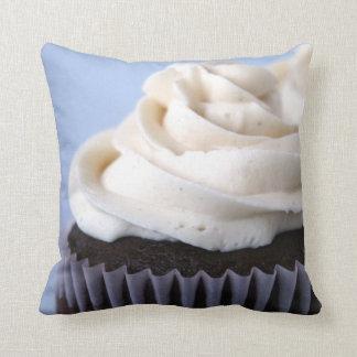 El helar de la vainilla de las magdalenas del choc almohadas
