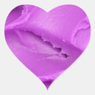 El helar púrpura pegatina en forma de corazón