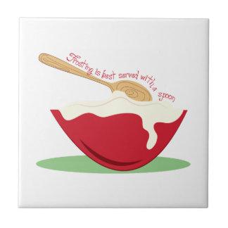 El helar se sirve mejor con una cuchara teja cerámica
