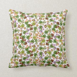 El Helleborus del rosa cuaresmal florece la almoha Cojin