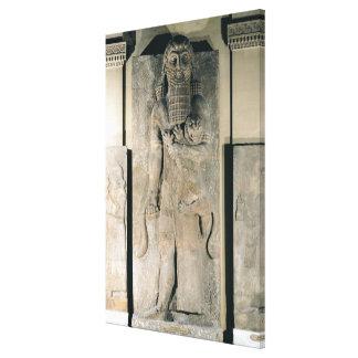 El héroe Gilgamesh que sostiene un león Lona Estirada Galerias