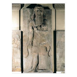 El héroe Gilgamesh que sostiene un león Tarjetas Postales