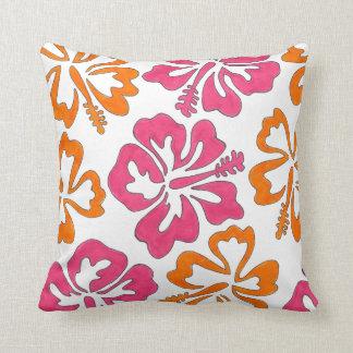 El hibisco anaranjado rosado florece la almohada