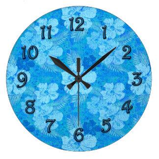 El hibisco florece la tela azul del batik reloj redondo grande