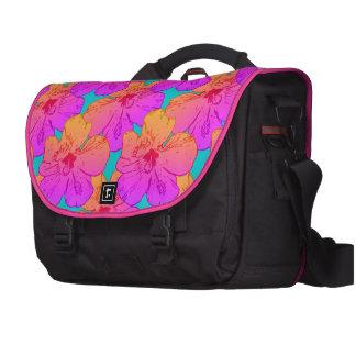El hibisco florece rosa en la turquesa bolsas de portátil