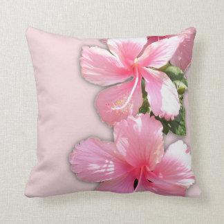 El hibisco hawaiano rosado hermoso florece la almo cojín