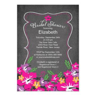 El hibisco tropical de la pizarra florece la ducha