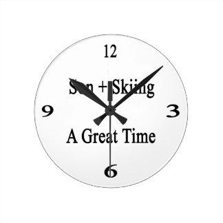 El hijo más el esquí iguala un gran rato reloj redondo mediano