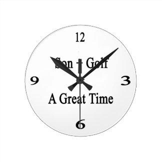 El hijo más golf iguala un gran rato reloj redondo mediano
