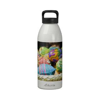 El hilado colorido adornó los huevos de Pascua Botellas De Agua Reutilizables