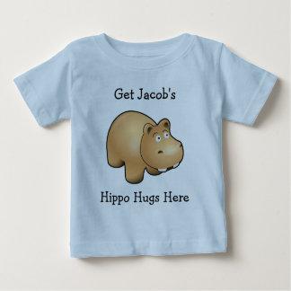 El hipopótamo personal abraza la camiseta del bebé playeras