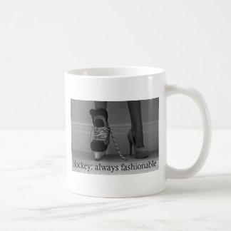 El hockey de los chicas es siempre de moda taza de café