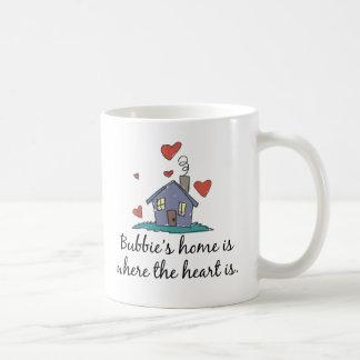 El hogar de Bubbie es donde está el corazón Taza Básica Blanca