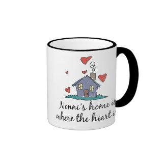 El hogar de Nonni es donde está el corazón Taza De Dos Colores