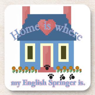 El hogar del perro de aguas de saltador inglés es posavasos de bebida