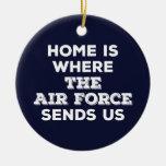 El hogar es adonde la fuerza aérea nos envía el adorno navideño redondo de cerámica