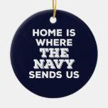 El hogar es adonde la marina de guerra nos envía ornamentos para reyes magos