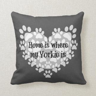 El hogar es donde está cita mi Yorkie Almohada