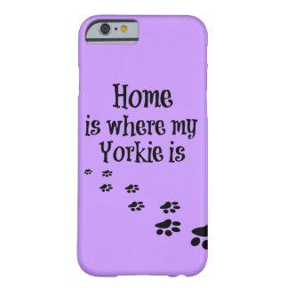 El hogar es donde está cita mi Yorkie Funda Barely There iPhone 6
