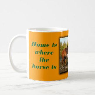 El hogar es donde está el caballo taza