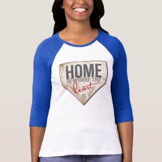 El hogar es donde está el corazón - el béisbol T Playera