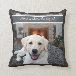 El hogar es donde está el perro cojín decorativo