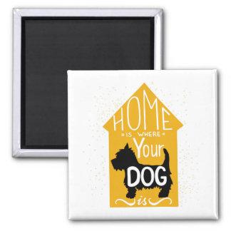 El hogar es donde está el perro imán cuadrado