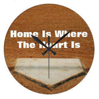 El hogar es donde está meta el corazón del béisbol reloj de pared