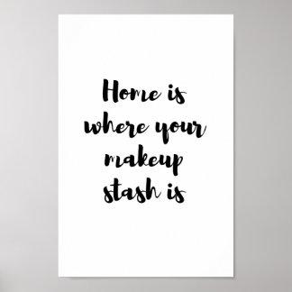 El hogar es donde está su escondite del póster