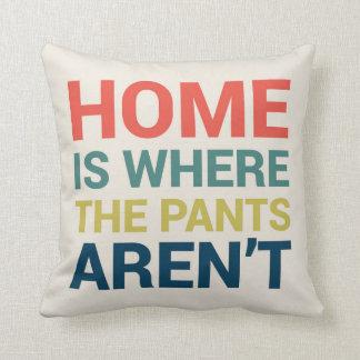 El hogar es donde no están tipo los pantalones almohada