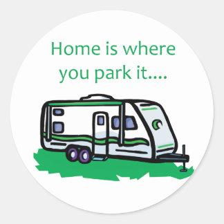 El hogar es donde usted lo parquea etiqueta redonda