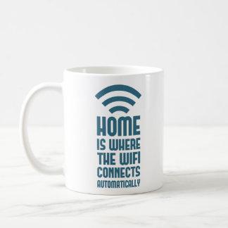 El hogar es donde WIFI conecta automáticamente Taza Clásica