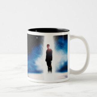 El hombre de la taza de café del diseñador de la