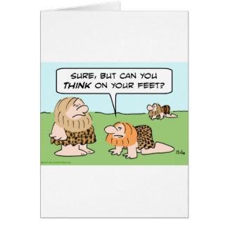 el hombre de las cavernas bípedo piensa en pies tarjeta de felicitación