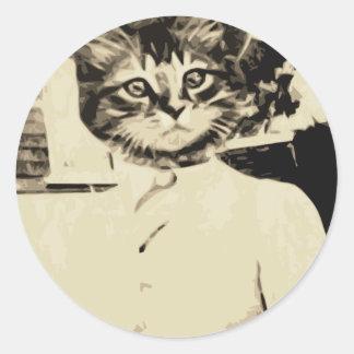 El hombre del gato hace etiqueta redonda