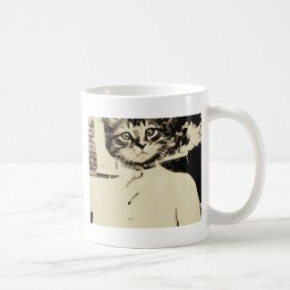El hombre del gato hace taza básica blanca