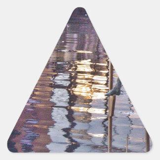 El hombre del zanco pegatina triangular