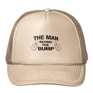 El hombre detrás del topetón gorra