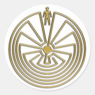 El hombre en el laberinto - oro pegatina redonda