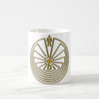El hombre en el laberinto - oro taza clásica