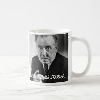 El hombre enojado, no me consigue comenzado… tazas de café