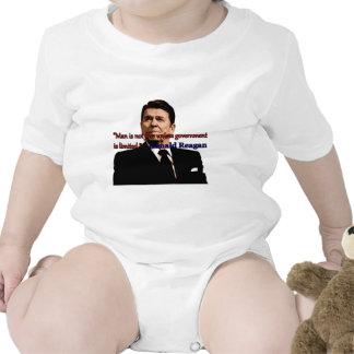 El hombre no está libre a menos que el gobierno se traje de bebé