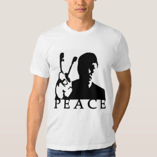 El hombre soporta la camiseta del signo de la paz remeras