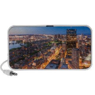 El horizonte de Boston en la oscuridad Laptop Altavoz