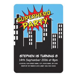 """El horizonte de la ciudad del super héroe embroma invitación 5"""" x 7"""""""