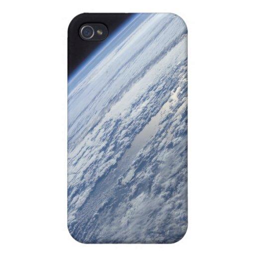 El horizonte de la tierra contra la negrura del es iPhone 4 coberturas