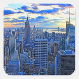 El horizonte de la última hora de la tarde NYC Pegatina Cuadrada